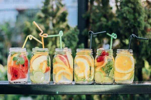 10 Tips to Help You Drink More Water Everyday | HppyHomeHappyHeart.com