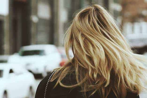 5 Life Changing Reasons To Wash Your Hair Less | HappyHomeHappyHeart.com